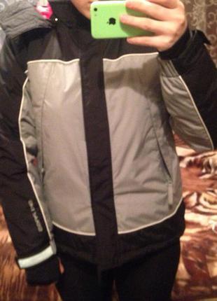 Спортивна курточка від h&m