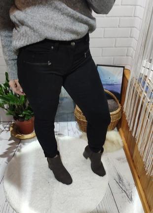 Черные джинсы h&m с прошивками