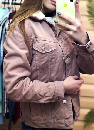 Шерпа topshop пудровая меховая куртка оверсайз джинсовка