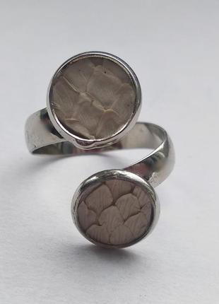 Кольцо с кожей питона