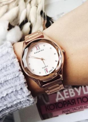 Часы женские годинник с сердечком на циферблате