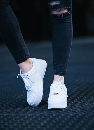 Nike air force sage low шикарные женские кроссовки найк еир форс белые на платформе
