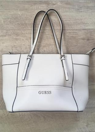 Белая сумка guess