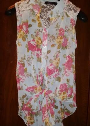 Шифоновая блуза без рукавов нежно голубого цвета с гипюром на завязках