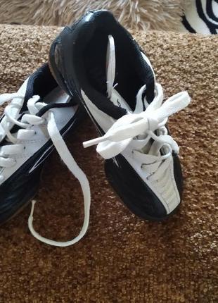 Дитячі кросівки.