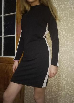 Платье черное с белыми лампасамм