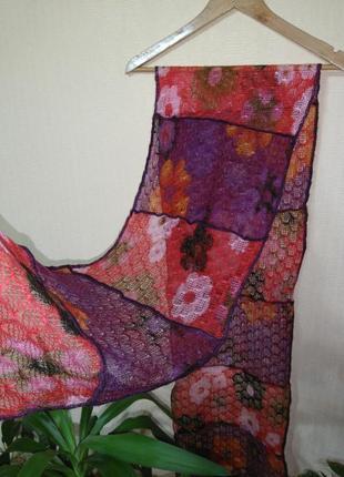 Яркий шерстяной ажурный шарф