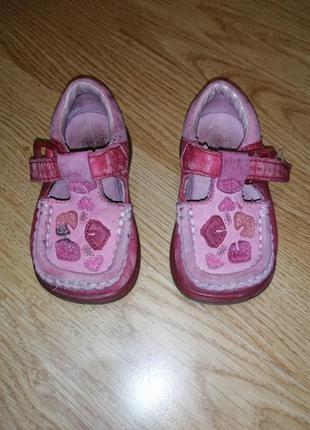 Туфельки для девочки кожаные
