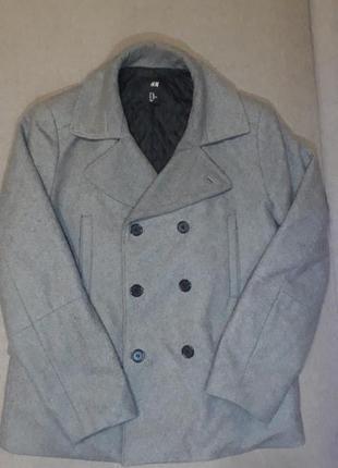 Очень красивое пальто от известного бренда, в базовом цвете.