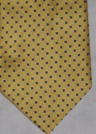 Яркий шелковый галстук
