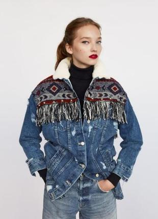 Женская теплая джинсовая куртка парка на меху в этно стиле бахрома вышивка с потертостями