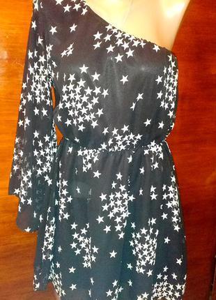Платье на одно плечо в звёзды