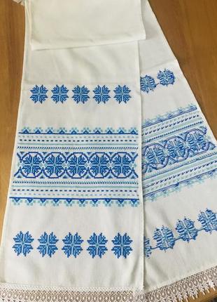 Белый вышитый голубыми нитками винтажные рушник