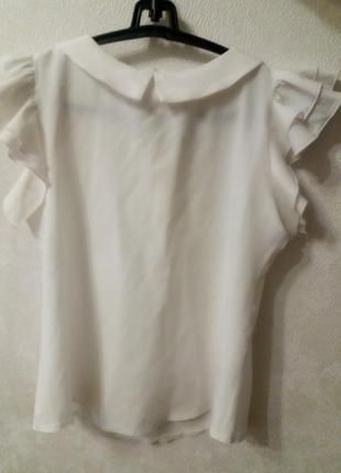 Блузка с коротким рукавом,белая.