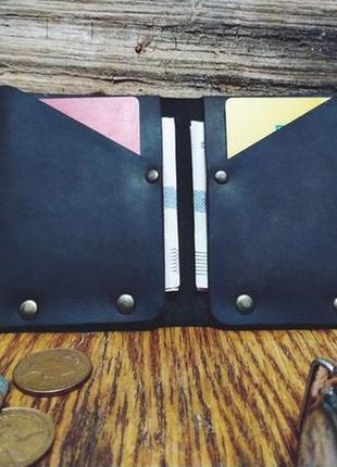 Кожаный мужской кошелек с металлическими заклёпками