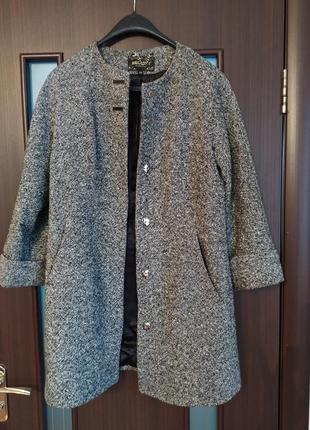 Осінне пальто прямого крою