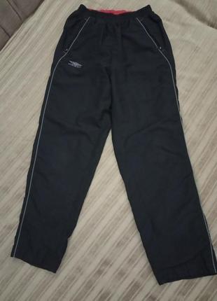Фирменные спортивные штаны umbro 152см