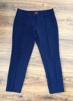 Синие классические брюки в офис