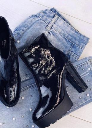 Лаковые ботиночки на каблуках