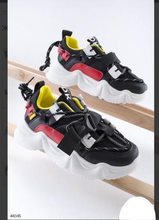 Стильные черные кроссовки на платформе с ремешком массивные хит сезона