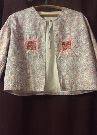 Короткий пиджак-накидка