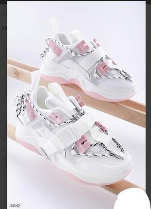 Стильные белые кроссовки на платформе с ремешком