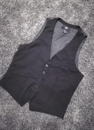 Чорний жилет h&m