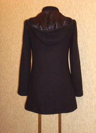 Стильное пальто из шерсти с капюшоном р.8-102