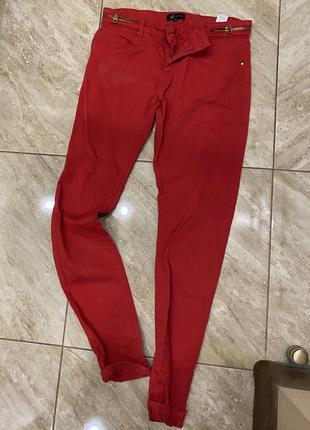 Красные брюки reservered