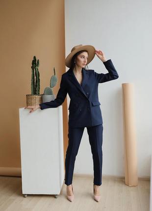 Женский костюм жакет+брюки со стрелками из костюмной ткани! стильный синий