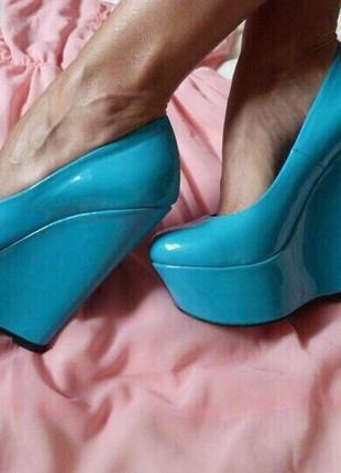 Туфли, иск кожа-лак, идеальное кач-во и колодка, кабл 16см, платф 6см размер 35,37