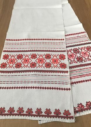 Белый винтажный вышитый красными нитками рушник