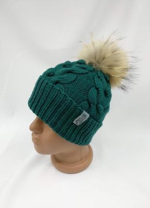 Теплая зимняя красивая и стильная вязаная детская шапка с натуральным помпоном