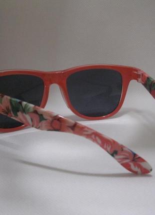 Модные летние очки с цветной оправой c&a