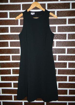 Черное фактурное в рубчик платье миди