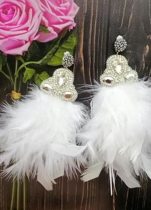 Нарядные  длинные белые серьги с перьями на клипсах или гвоздиках
