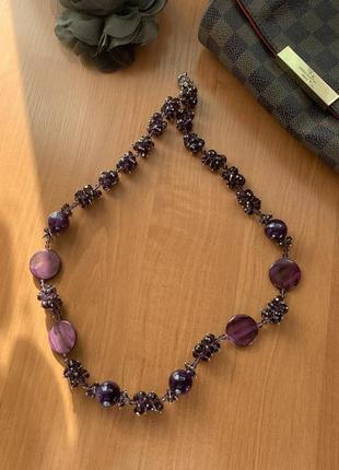 Стильные фиолетовые бусы