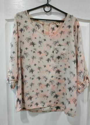 Красивая шелковая блузка