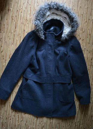 Актуальное серое пальто с капюшоном от atmosphere3