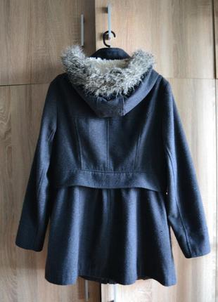 Актуальное серое пальто с капюшоном от atmosphere4