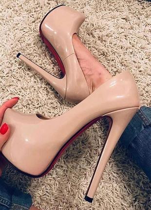 "Шикарные туфли ""лабутен"""