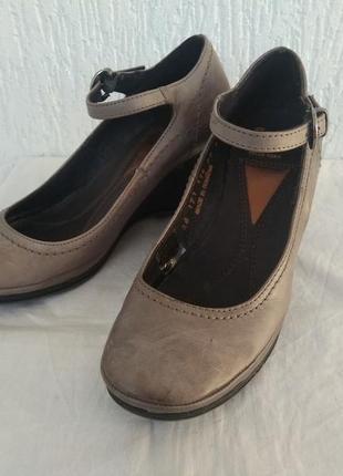 Туфли кожанние bata flexible р.35