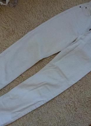 Плотные джинсы, бойфренды, завышенная талия