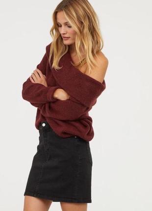 Бордовый свитер с открытыми плечами h&m