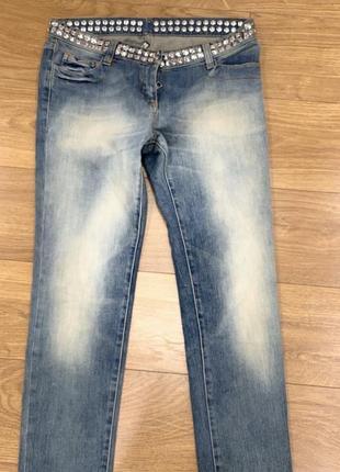 Оригинальные джинсы balmain с заклёпками