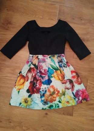 Платье с цветочным принтом внизу