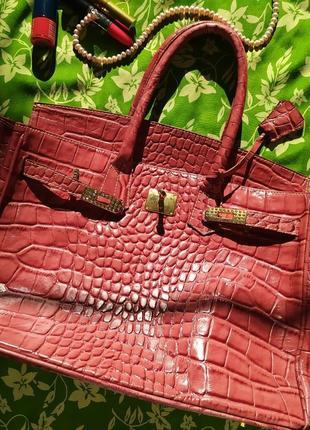 Розовая кожаная сумка в стиле hermes birkin, под кожу рептилии крокодила