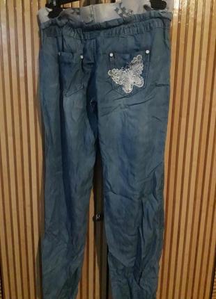 Брючки в стразах. летние брюки. тонкие джинсы. джинсы в стразах