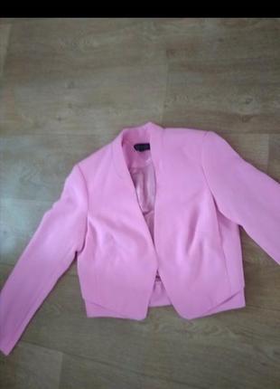 Класный фирменный пиджак цвет фуксия размер s