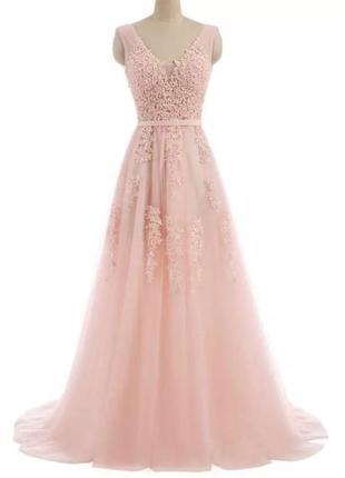 Платье длинное в пол выпускное вечернее розовое расшитое жемчугом с фатой шлейф хвост